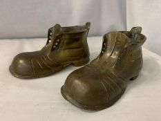 TWO HEAVY BRASS BOOTS L:19CM