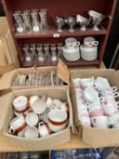 A LARGE QUANTITY OF KITCHEN WARE TO INCLUDE ILLY CUPS, SALT AND PEPPER GRINDERS AND SAUCE BOATS ETC