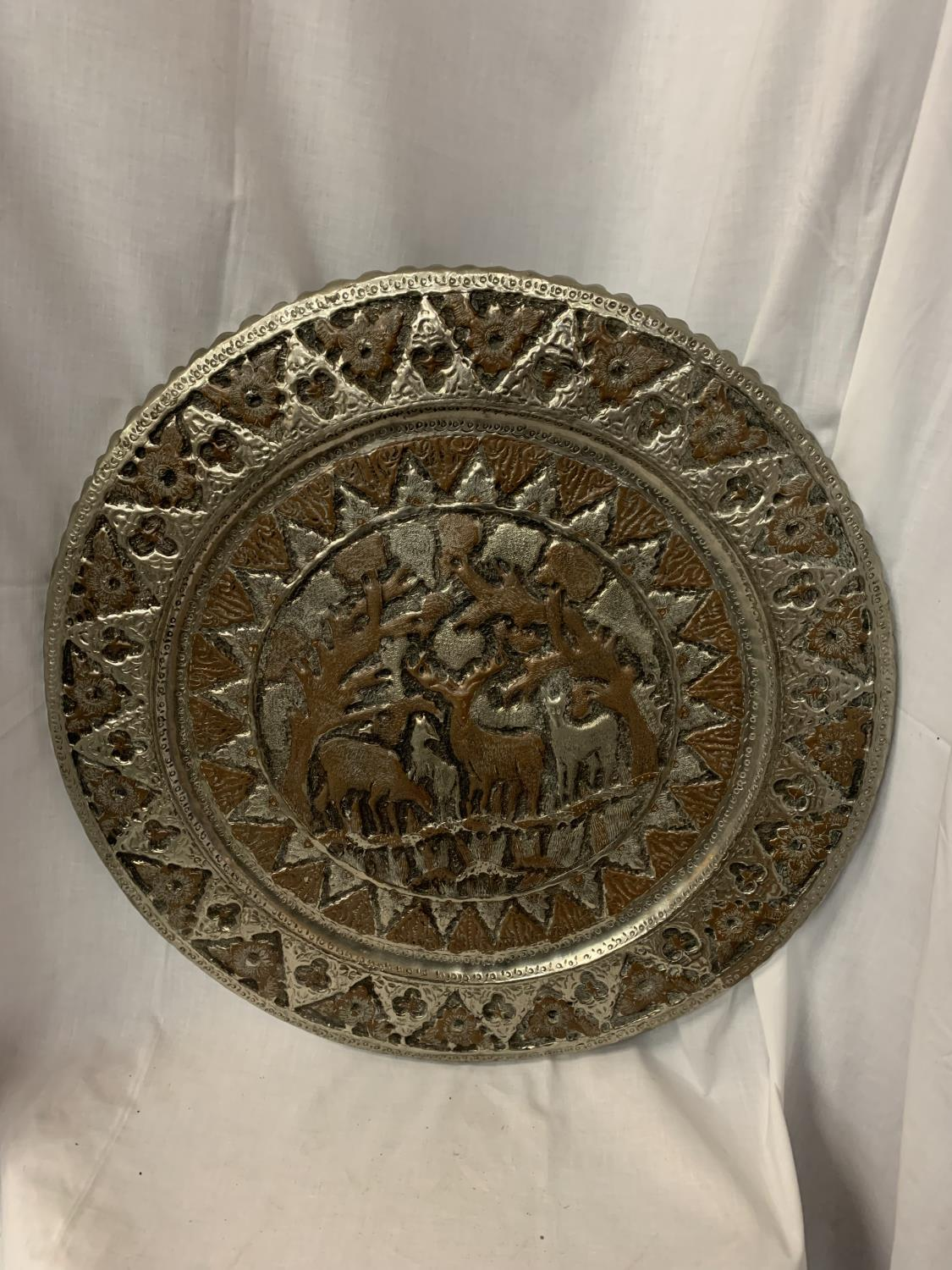 A LARGE MIDDLE EASTERN / ORIENTAL WHITE METAL CHARGER WITH FIGUAL DESIGN