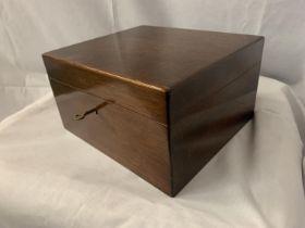 A VINTAGE MAHOGANY TEA CADDY BOX WITH KEY
