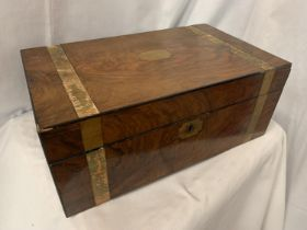 A BANDED MAHOGANY BOX WITH BRASS INLAY (LOCKED NO KEY)