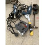 AN ASSORTMENT OF TOOLS TO INCLUDE A SMALL GRINDER, A RECORD NO.202 VICE AND A DRILL ETC