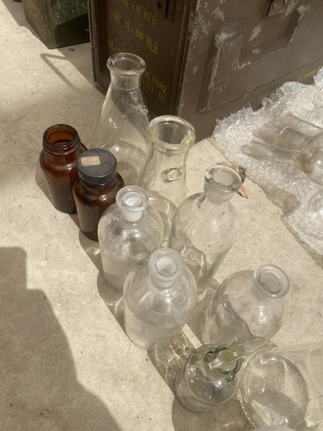 AN ASSORTMENT OF GLASS LAB BOTTLES - Image 2 of 4