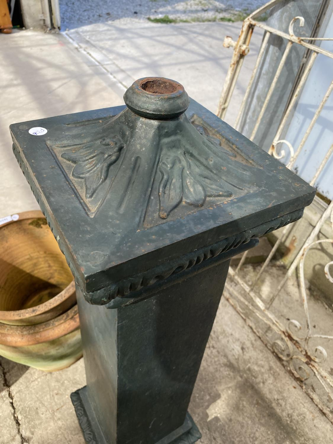 A VINTAGE CAST IRON WATER PUMP - Image 2 of 5