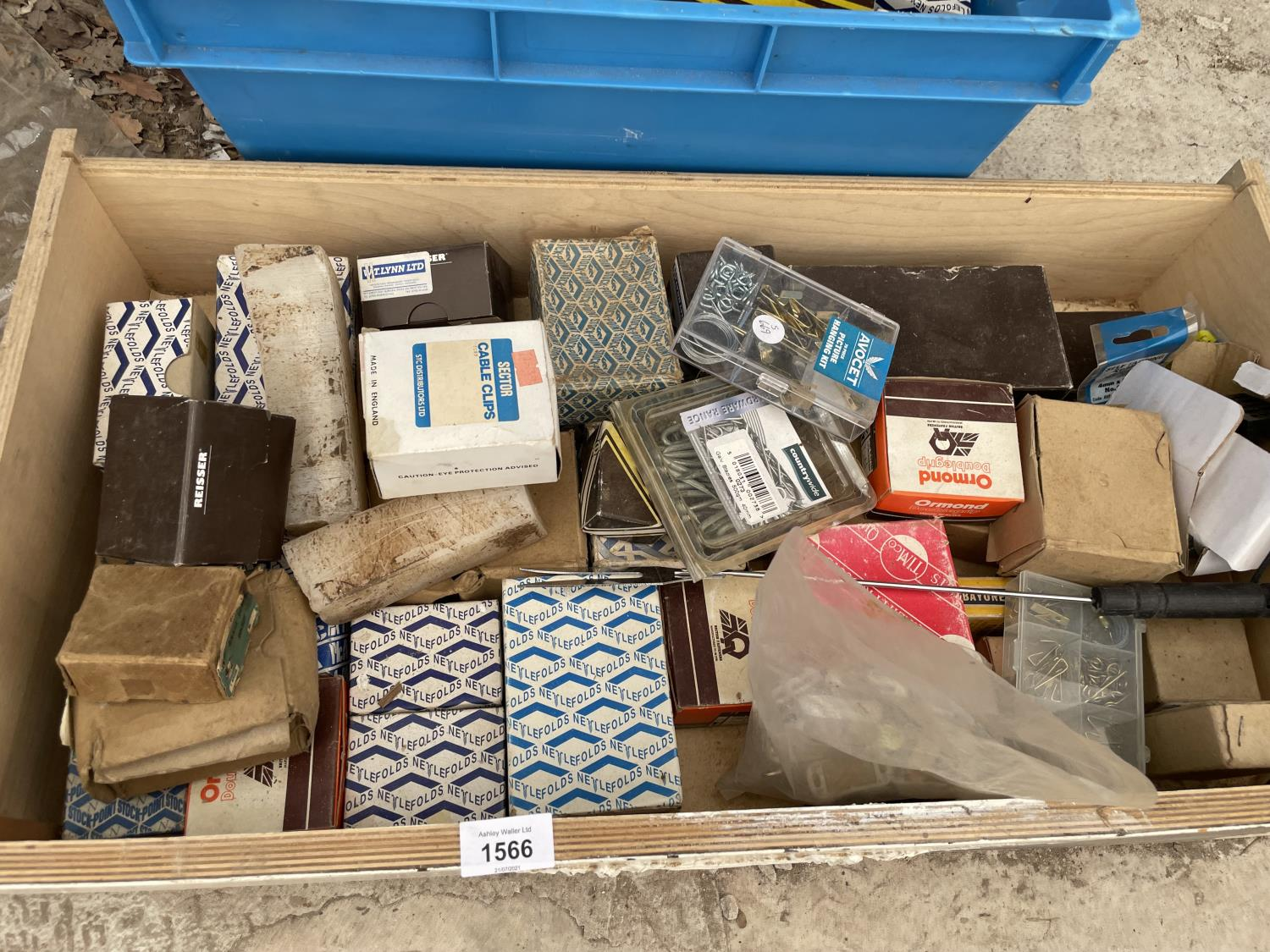 A LARGE QUANTITY OF SCREWS, NAILS AND PICTURE HOOKS ETC - Image 3 of 6