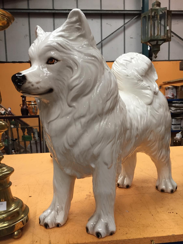 A LARGE WHITE CERAMIC SAMOYED DOG