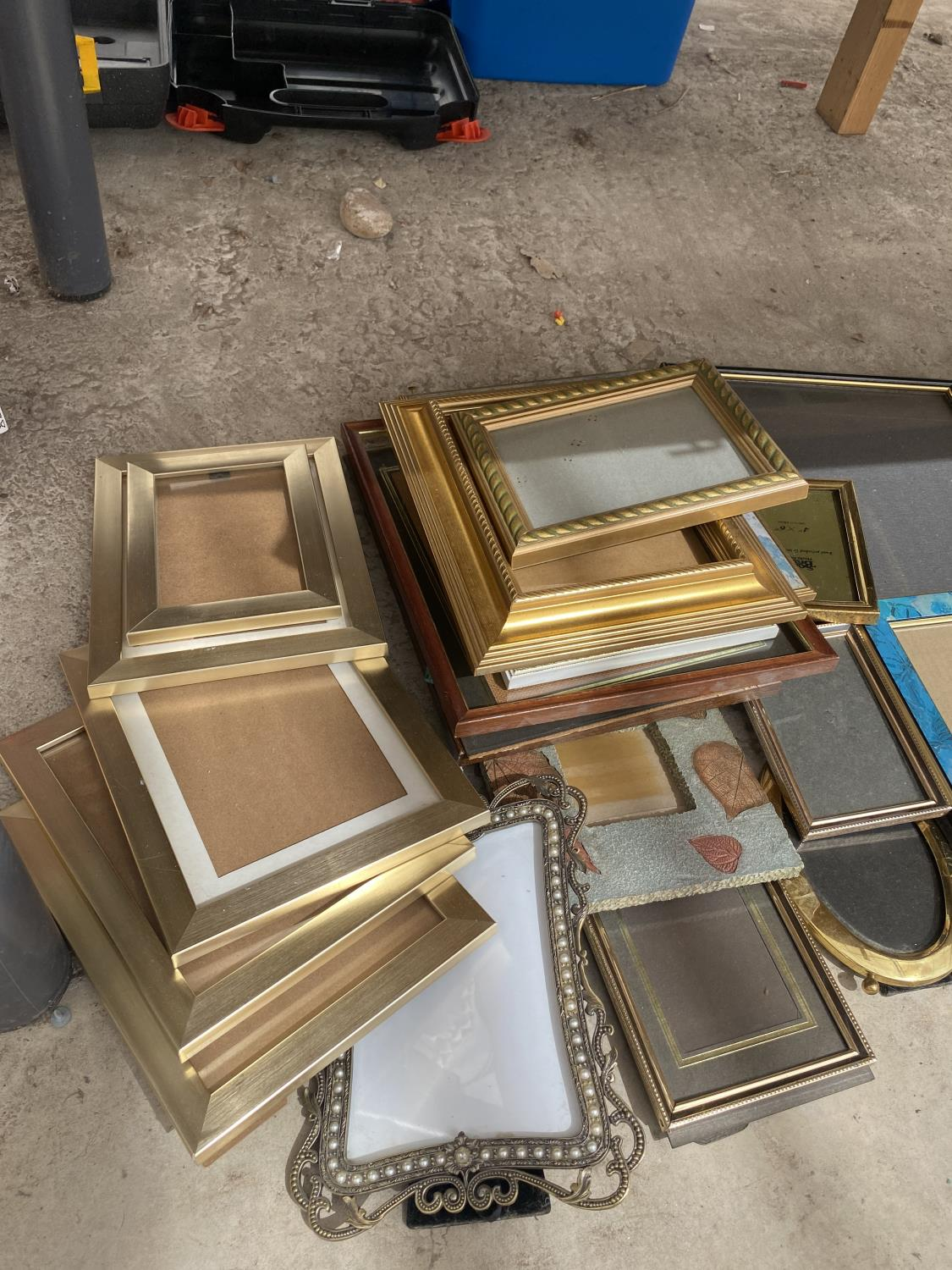 A LARGE ASSORTMENT OF PICTURE FRAMES - Image 2 of 4