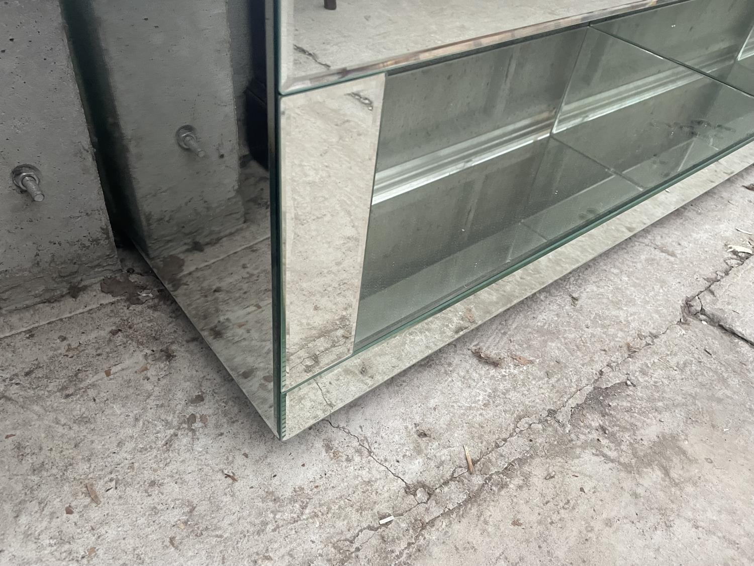 """A MODERN MIRRORED COFFEE TABLE, 39"""" WIDE - Image 3 of 4"""