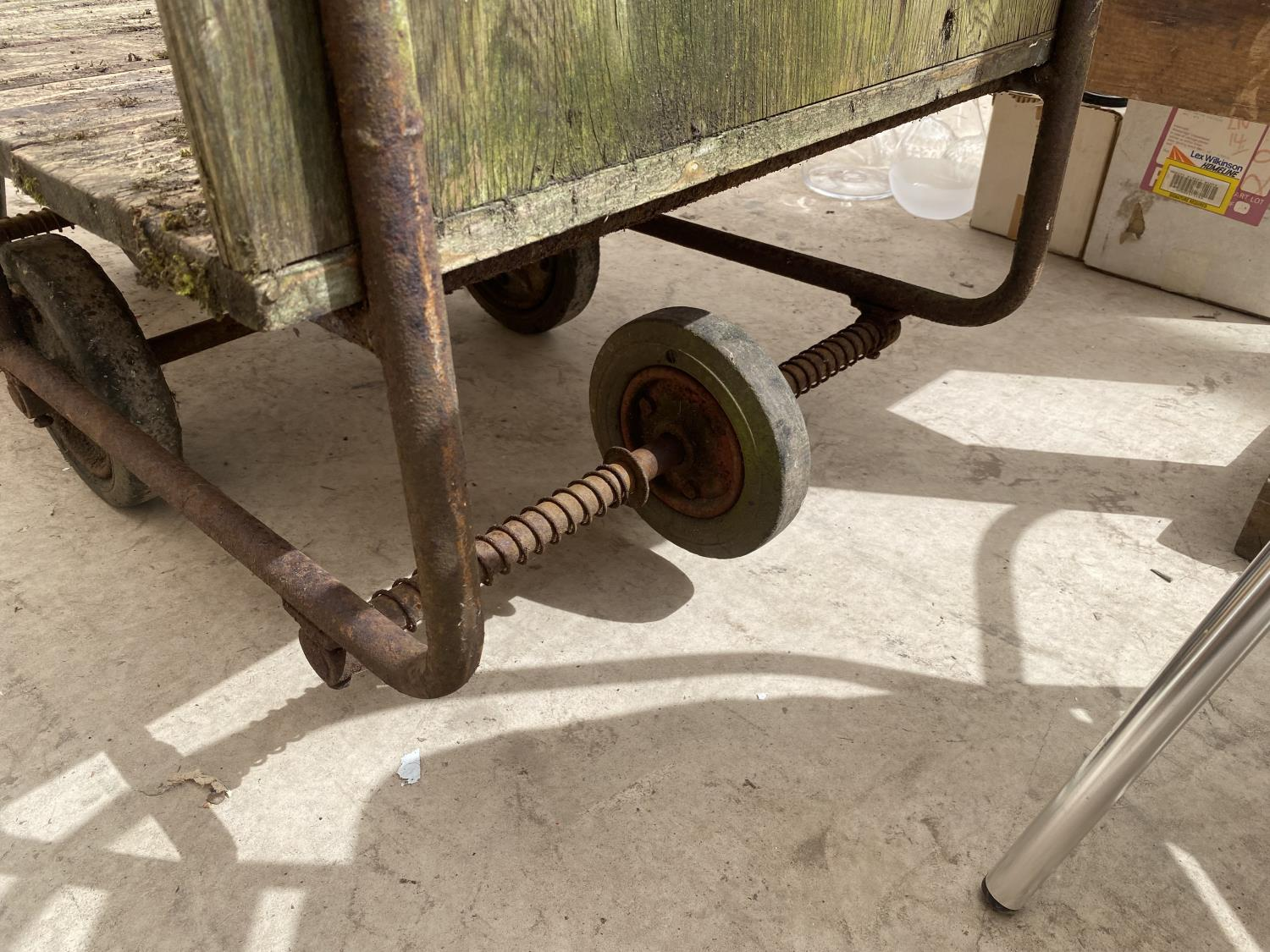 A VINTAGE TWO WHEELED MARKET GARDENERS TROLLEY - Image 3 of 5
