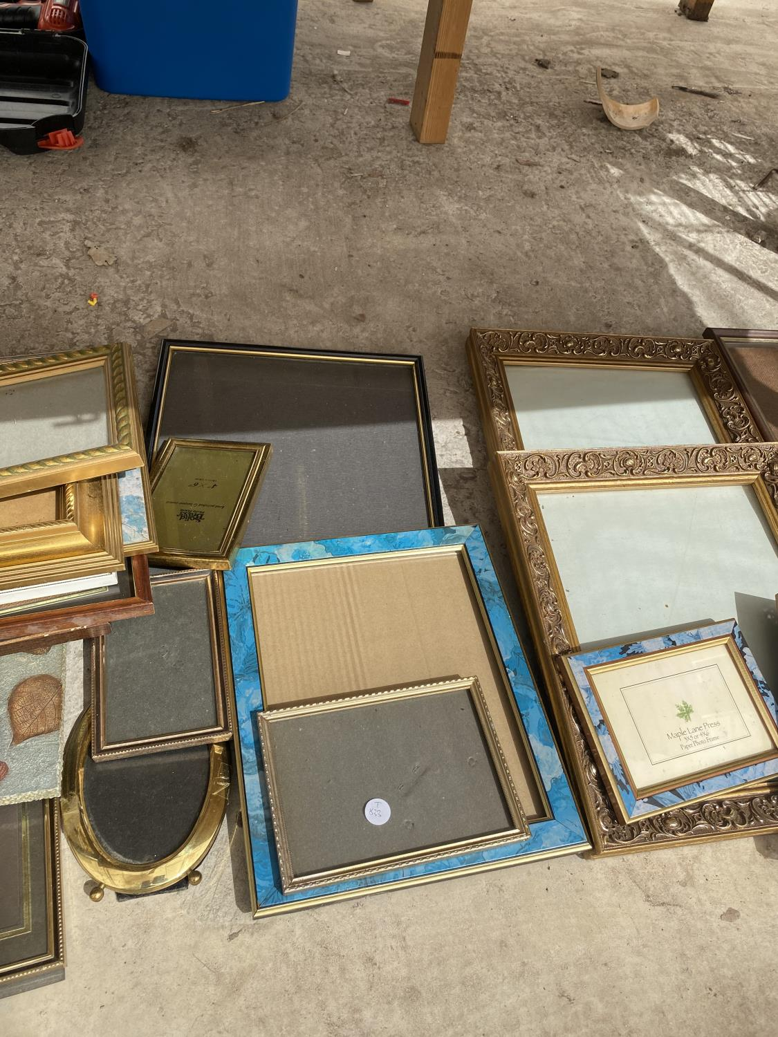 A LARGE ASSORTMENT OF PICTURE FRAMES - Image 3 of 4