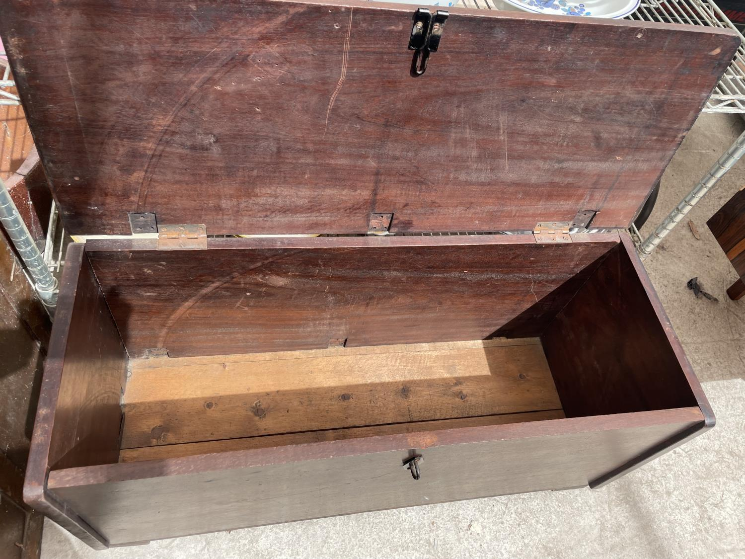 """A MAHOGANY GEORGE III STYLE SWORD CHEST 35"""" WIDE - Image 4 of 4"""