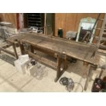 A LARGE VINTAGE WORK BENCH WITH A BENCH VICE