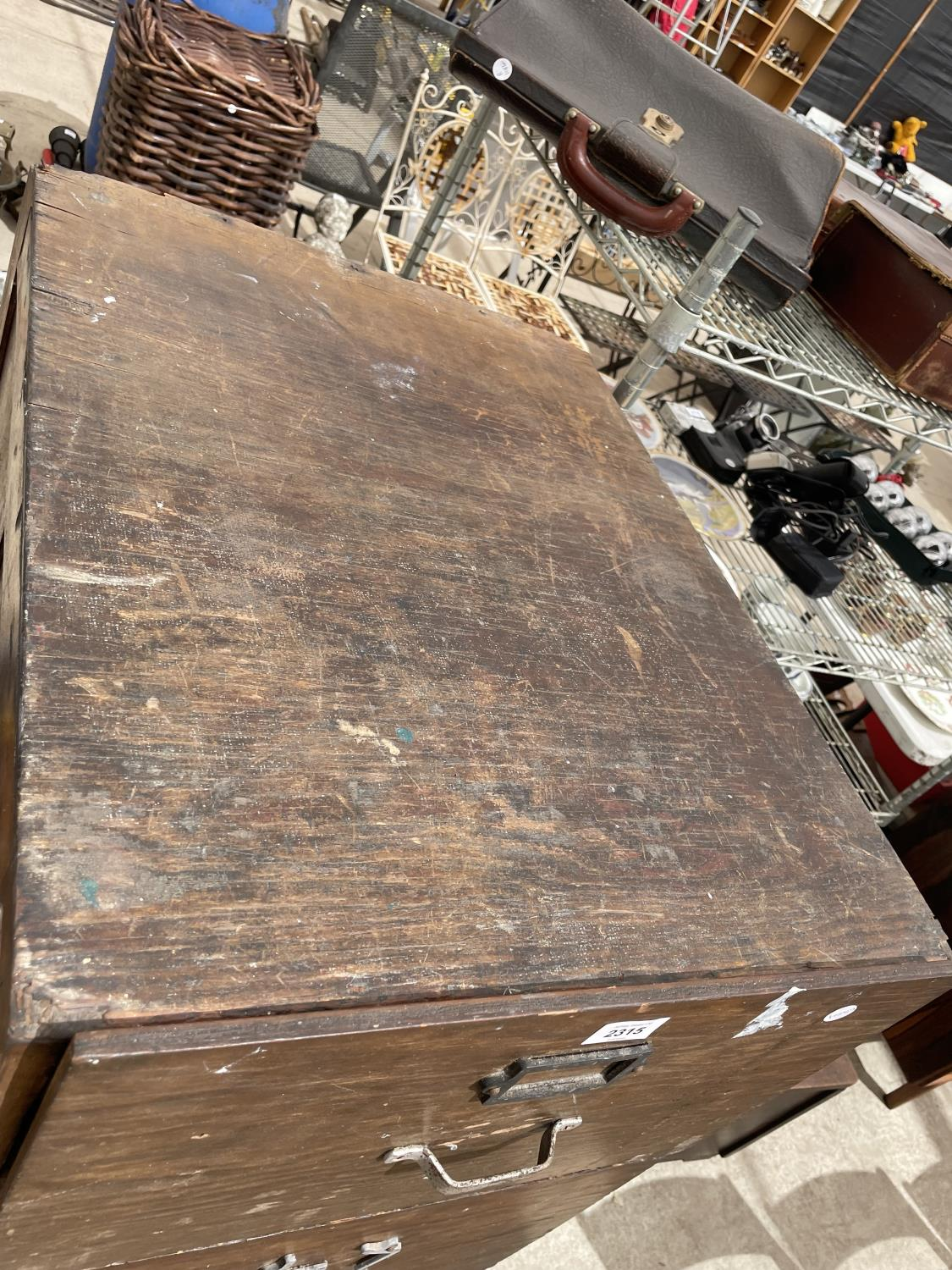 A MID CENTURY OAK FOUR DRAWER FILING CABINET - Image 2 of 5