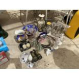 A LARGE ASSORTMENT OF ITEMS TO INCLUDE ORIENTAL STYLE JUG AND WASH BOWL, CERAMIC LAMP AND GLASS