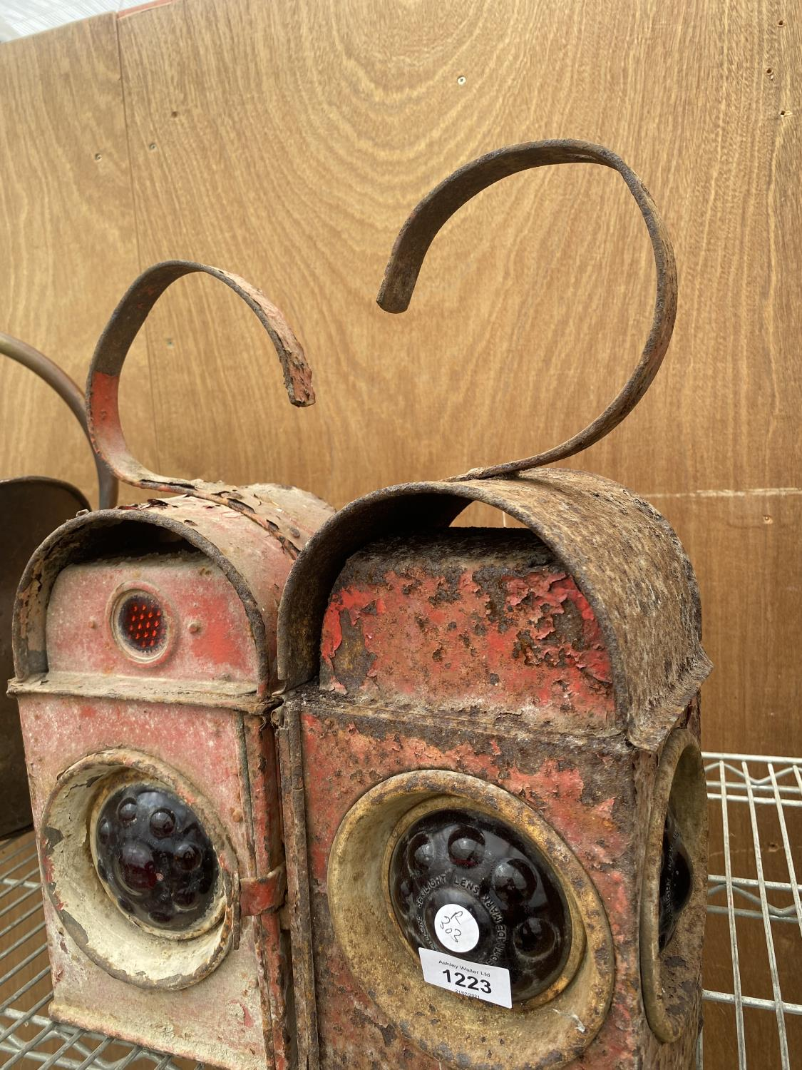 A PAIR OF VINTAGE ROAD LAMPS - Image 4 of 6