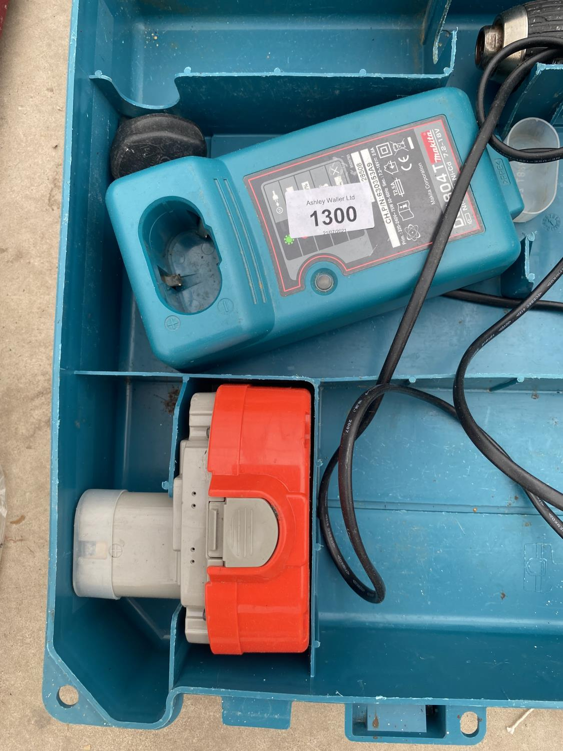 A MAKITA BATTERY DRILL WITH SPARE BATTERY AND CHARGER - Image 3 of 3