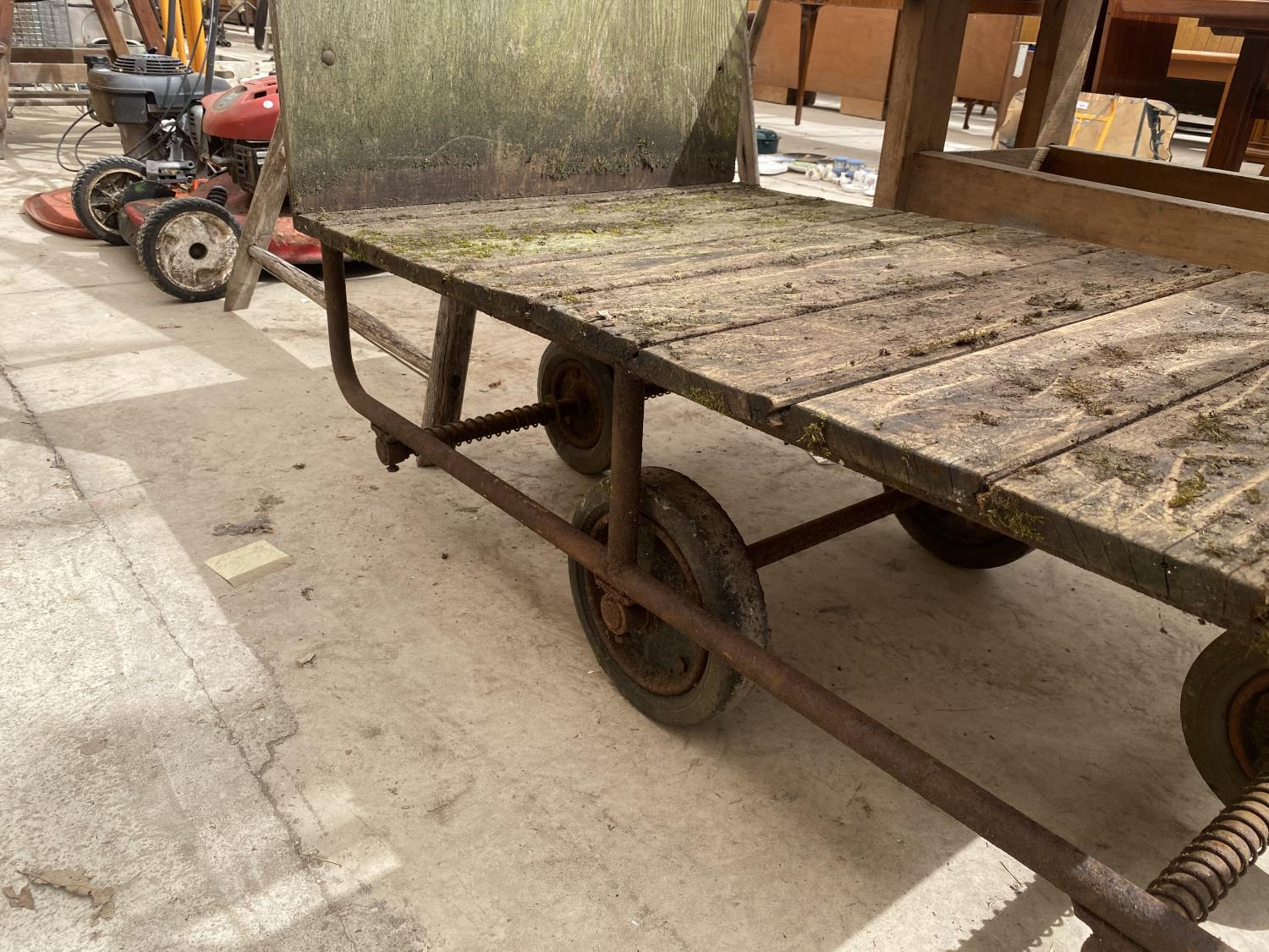 A VINTAGE TWO WHEELED MARKET GARDENERS TROLLEY - Image 4 of 5