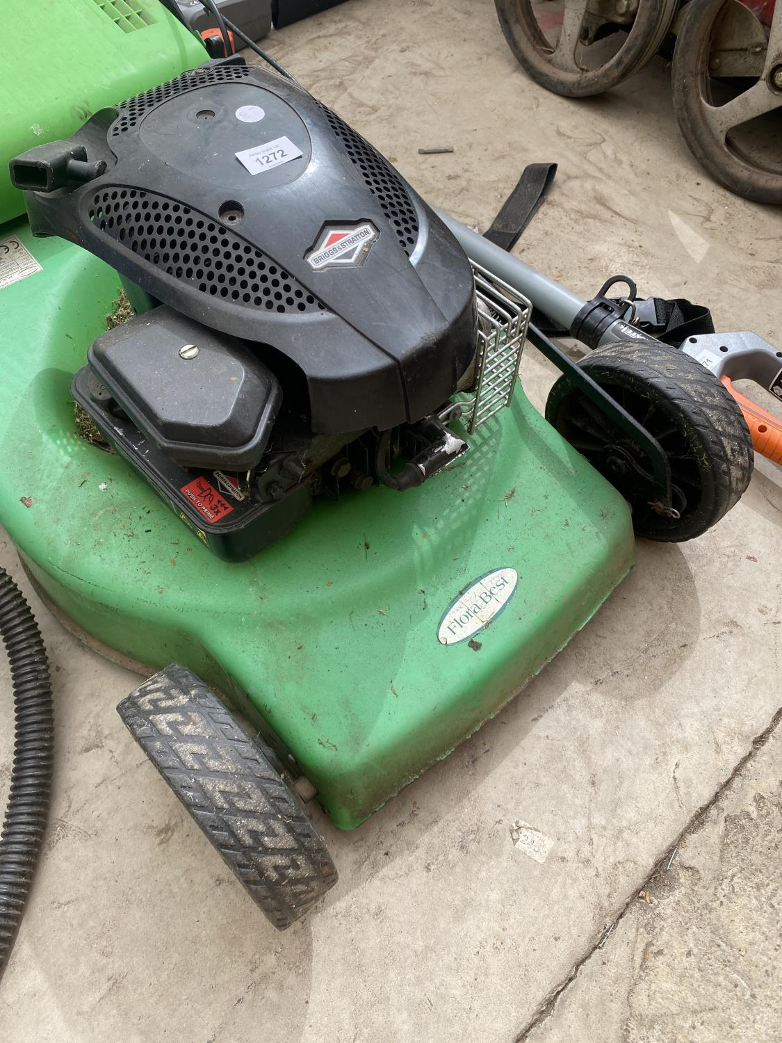 A FLORA BEST LAWN MOWER WITH GRASS BOX AND BRIGGS AND STRATTON PETROL ENGINE - Image 2 of 5
