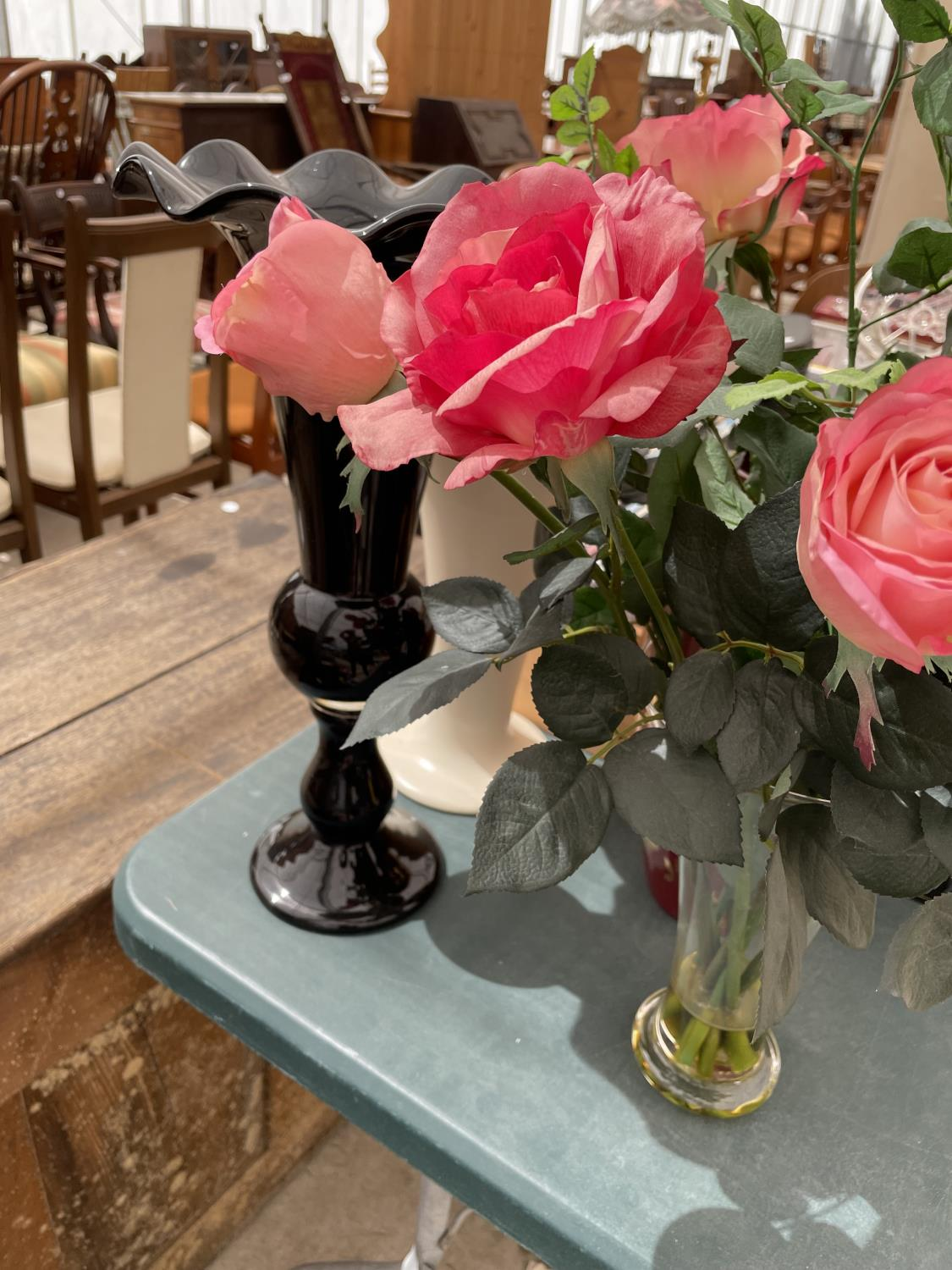 AN ASSORTMENT OF VASES TO INCLUDE ARTIFICIAL FLOWERS - Image 3 of 4