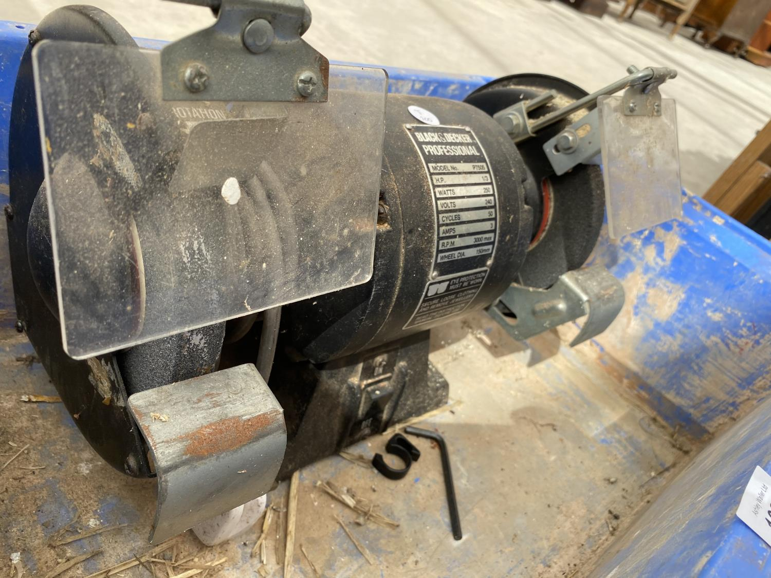 A BLACK AND DECKER WORK BENCH GRINDER AND A PULLEY - Image 4 of 4