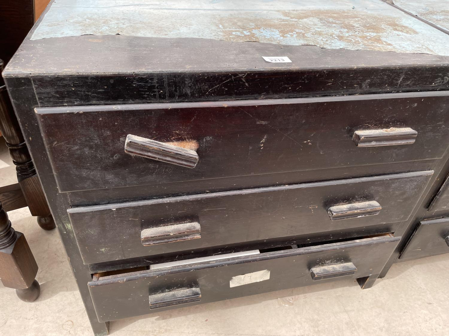 A PAIR OF PAINTED THREE DRAWER CHESTS - Image 3 of 4