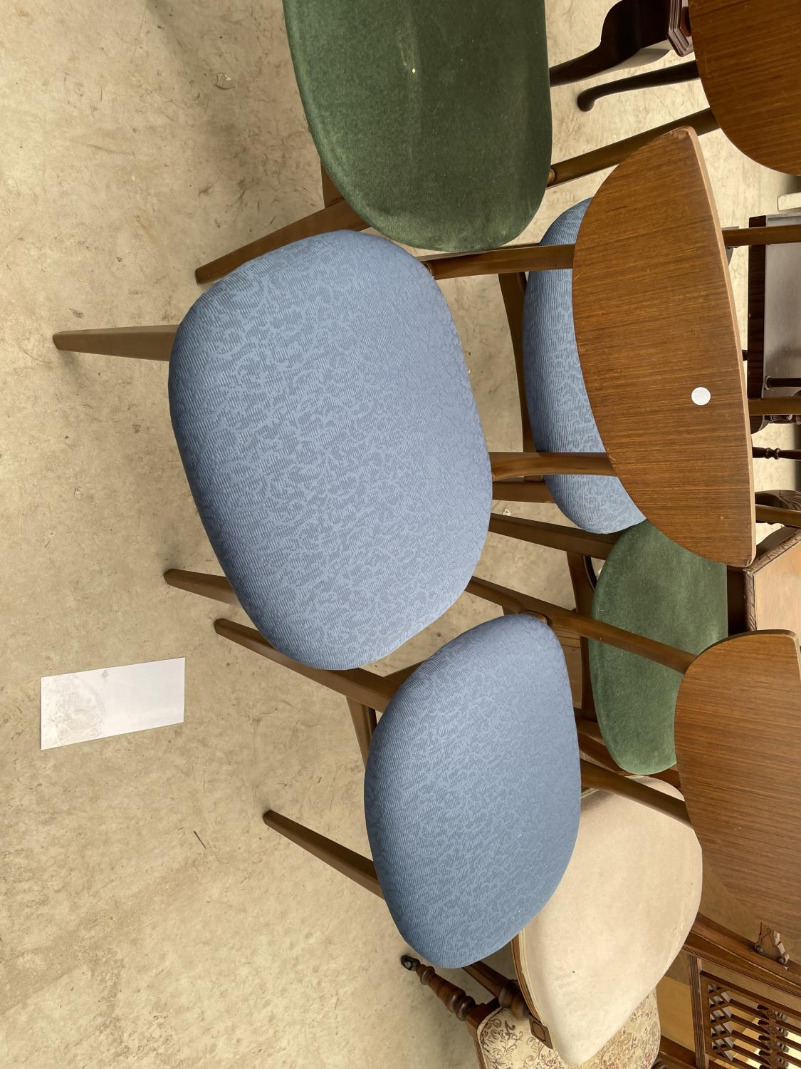 A SET OF FIVE MID 20TH CENTURY STYLE DINING CHAIRS WITH WHALE FIN BACKS - Image 3 of 10