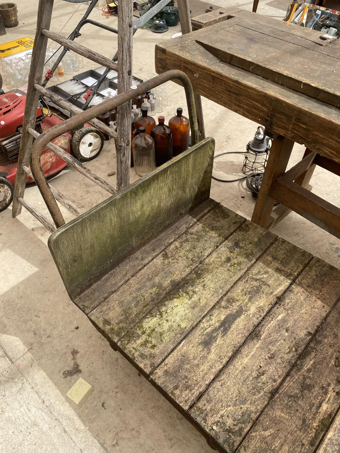 A VINTAGE TWO WHEELED MARKET GARDENERS TROLLEY - Image 5 of 5