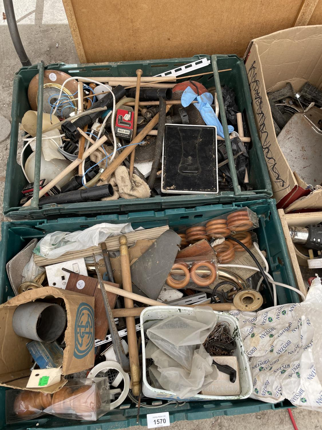AN ASSORTMENT OF HARDWARE AND TOOLS TO INCLUDE A JIGSAW, HEAT GUN AND NAILS ETC - Image 3 of 6
