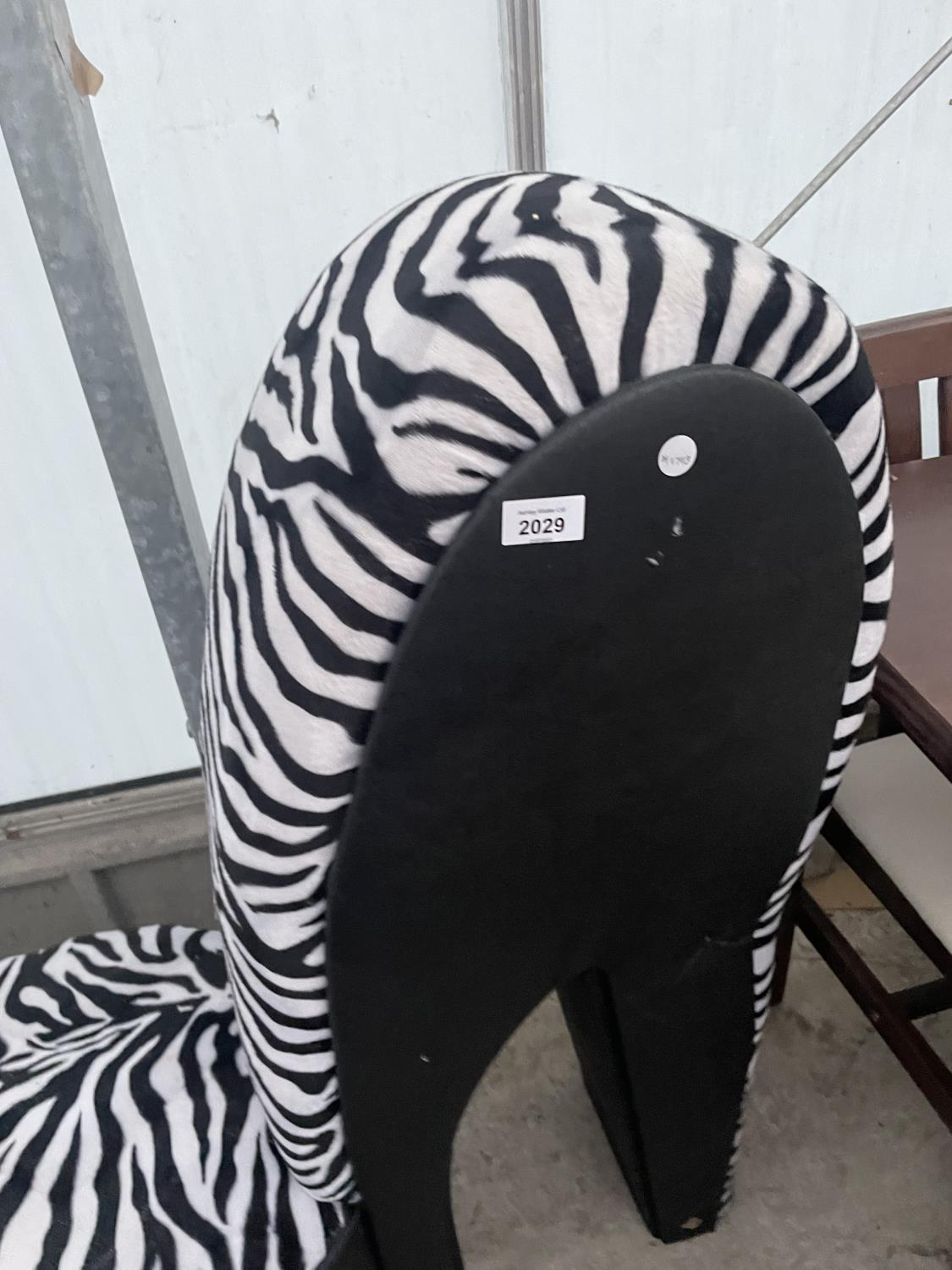 A FEATURE CHAIR IN THE FORM OF A HIGH HEEL SHOE WITH ZEBRA SKIN DESIGN FINISH - Image 2 of 4