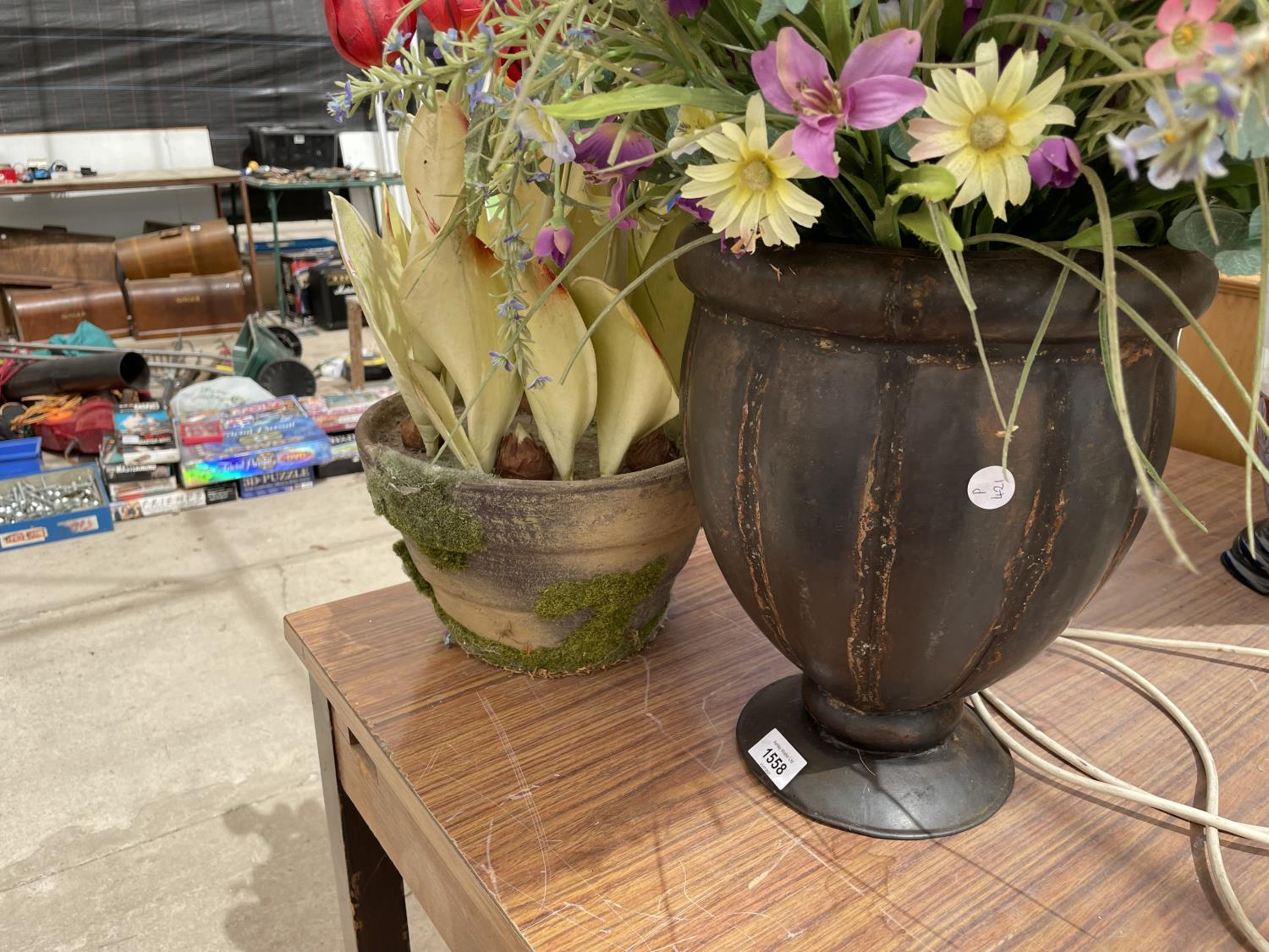 A VASE AND A PLANT POT CONTAINING ARTIFICIAL FLOWERS - Image 5 of 6