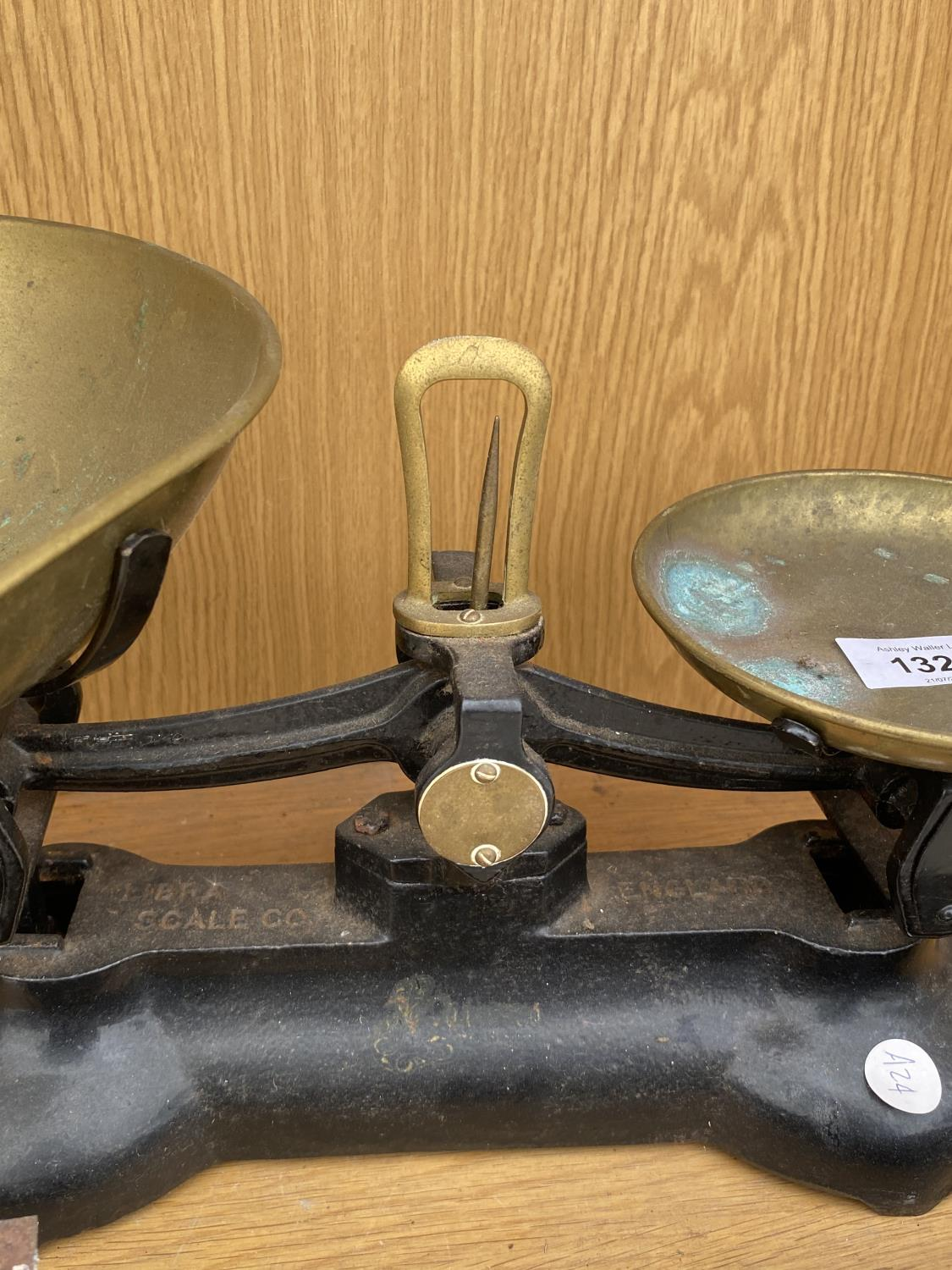 A PAIR OF BRASS KITCHEN SCALES - Image 2 of 4