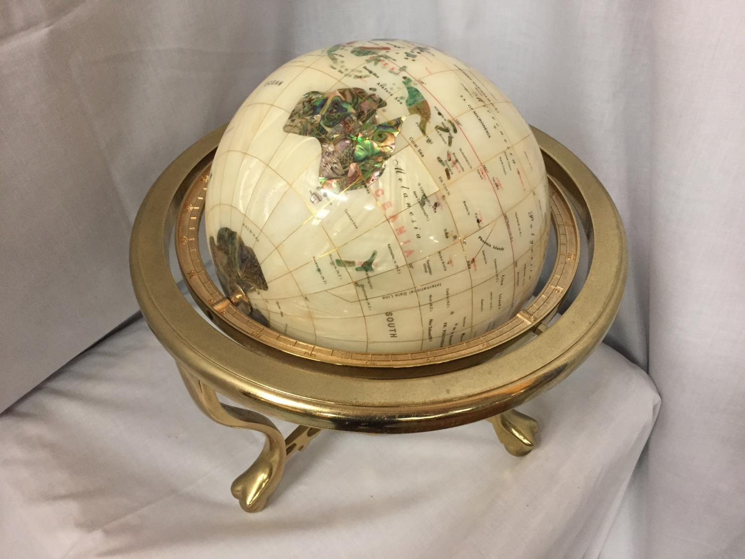 A GEM STONE AND PEARLISED GLOBE ON BRASS STAND 32CM HIGH - Image 4 of 4
