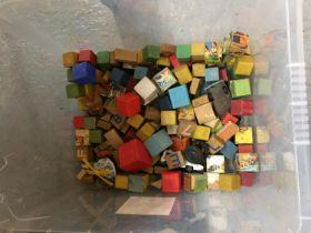 A BOX OF VINTAGE CHILDRENS BUILDING BLOCKS