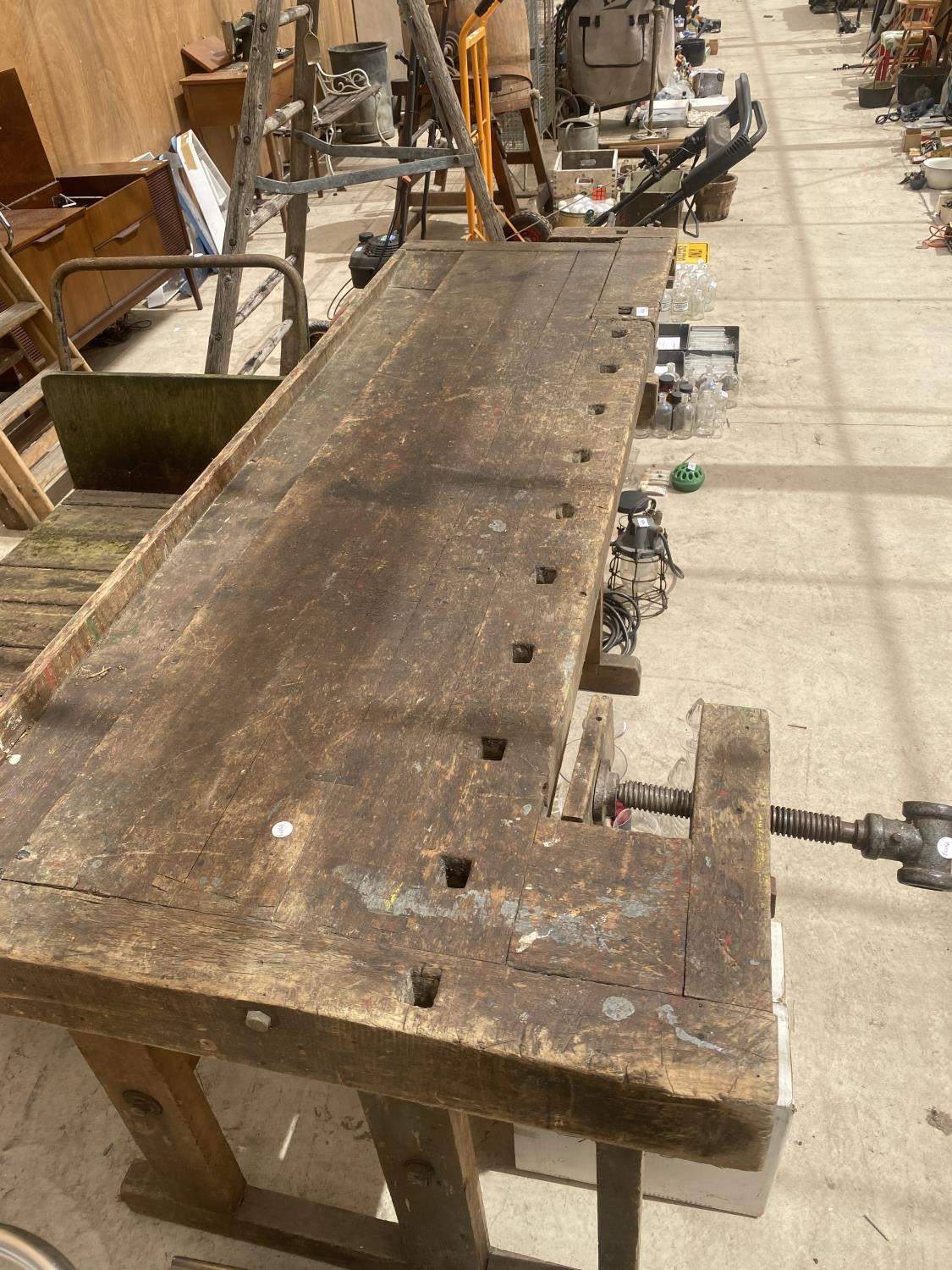 A LARGE VINTAGE WORK BENCH WITH A BENCH VICE - Image 5 of 5