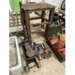 AN ASSORTMENT OF TOOLS TO INCLUDE DEWALT BATTERY DRILL, A BOSCH DRILL AND A TROLLEY JACK ETC