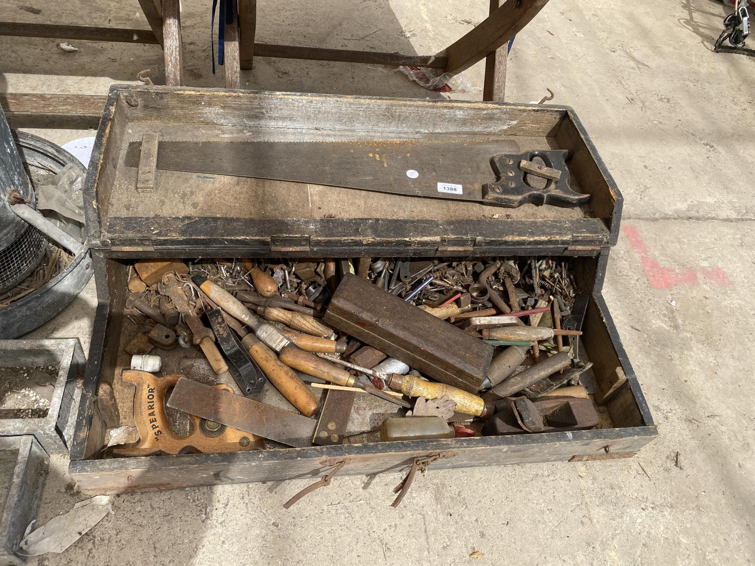 A VINTAGE JOINERS CHEST WITH AN ASSORTMENT OF TOOLS