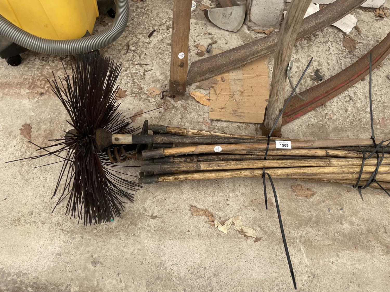 A PAIR OF SYTHES AND A COLLECTION OF DRAINING RODS - Image 3 of 6