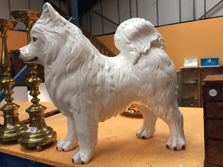 A LARGE WHITE CERAMIC SAMOYED DOG - Image 2 of 4