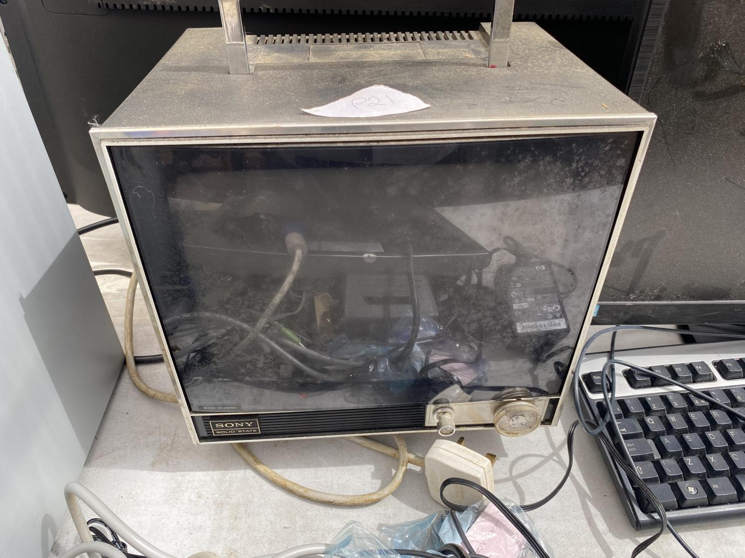 AN ASSORTMENT OF COMPUTER ITEMS TO INCLUDE MONITOR, TOWER AND KEYBOARD ETC - Image 2 of 4
