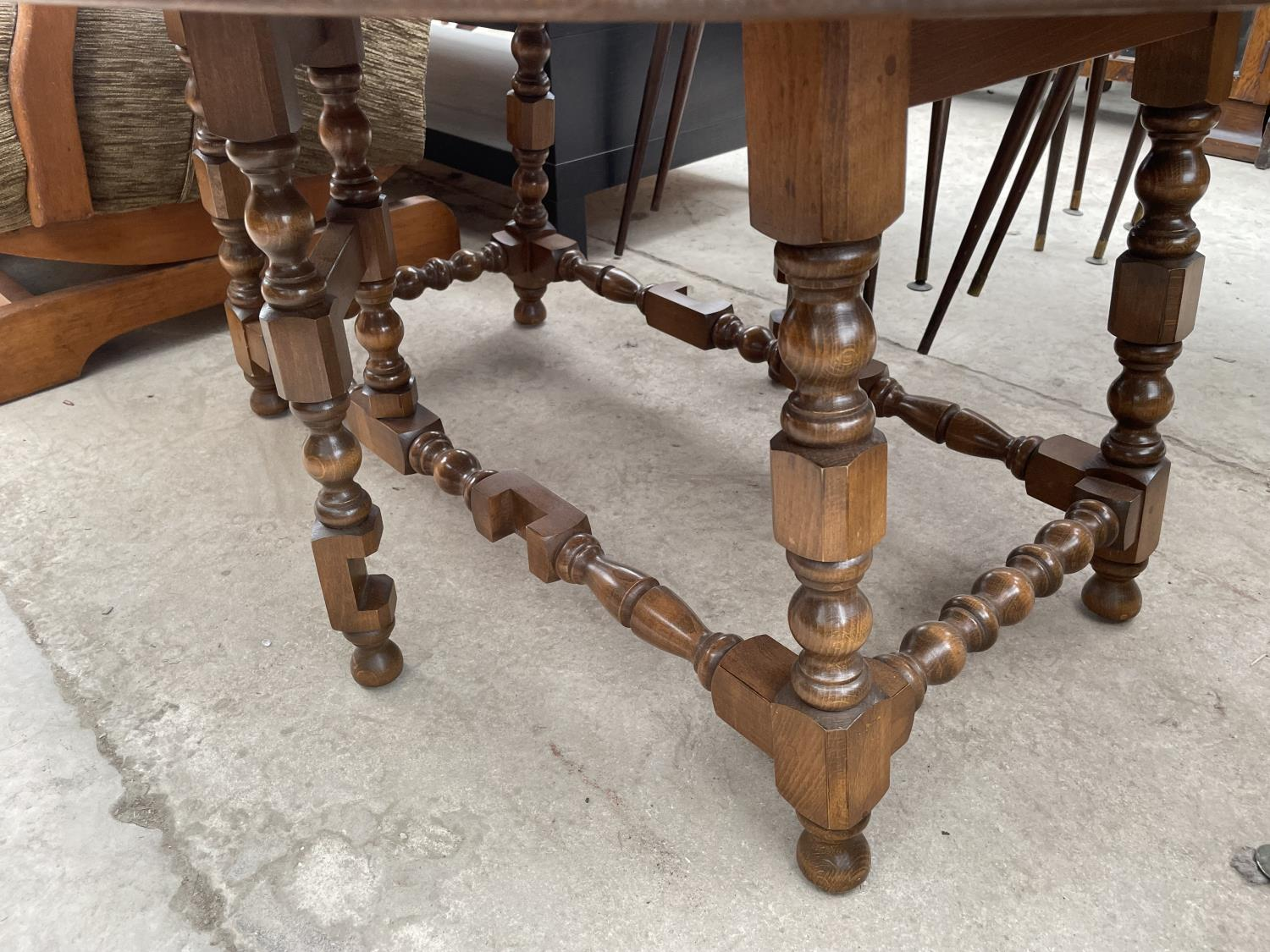 AN ERCOL TWIN-LEAF COFFEE TABLE - Image 3 of 4