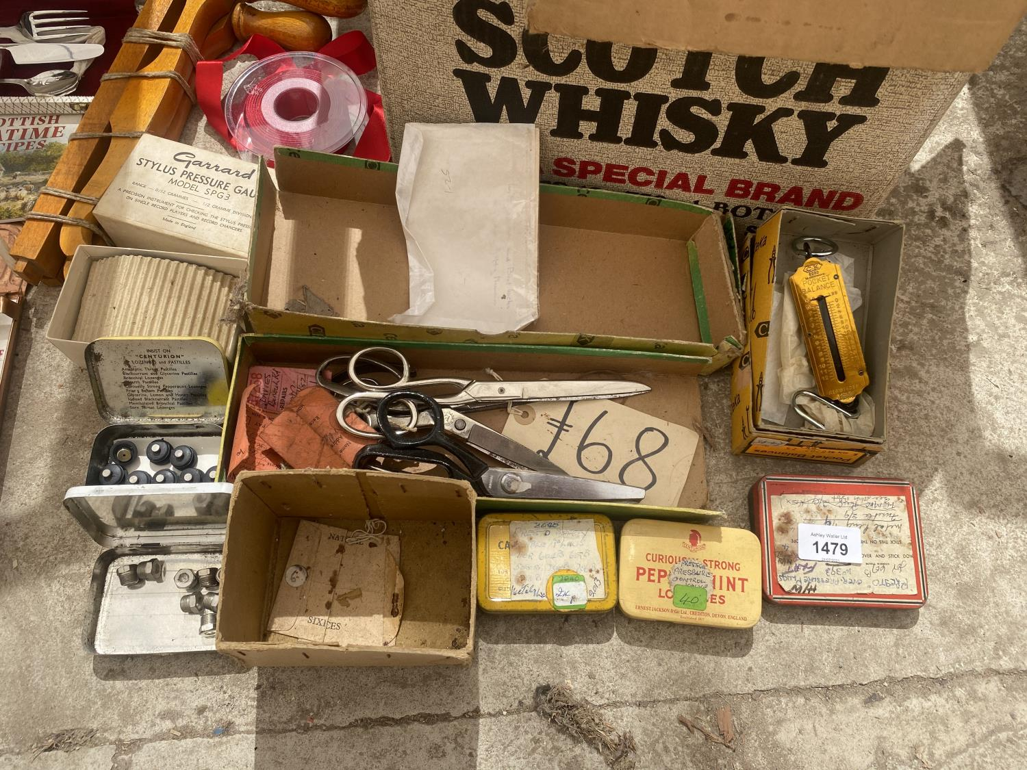 AN ASSORTMENT OF SEWING ITEMS TO INCLUDE MATERIAL, SCISSORS ETC - Image 2 of 4