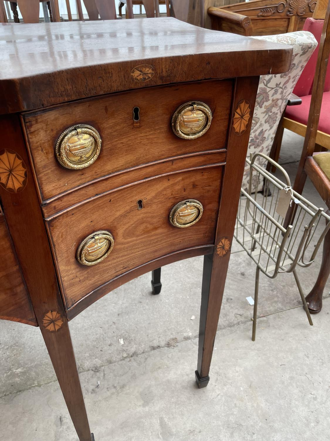 A 19TH CENTURY MAHOGANY AND INLAID SIDEBOARD ENCLOSING FOUR DRAWERS, ON TAPERED LEGS, WITH SPADE - Image 6 of 7