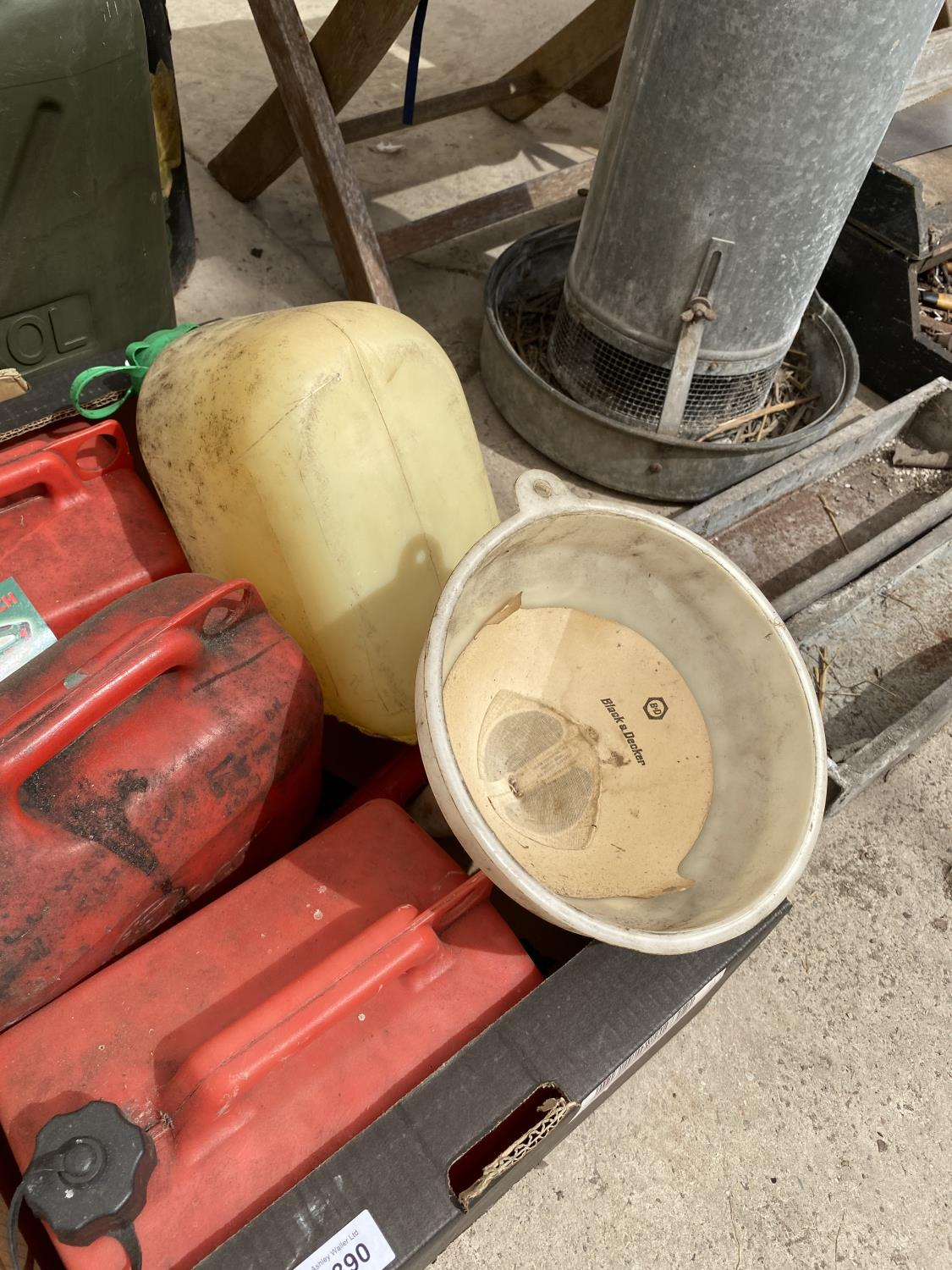 AN ASSORTMENT OF PLASTIC FUEL CANS - Image 3 of 4