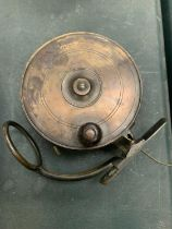 A VINTAGE 'MALLOCH'S PATENT' FISHING REEL