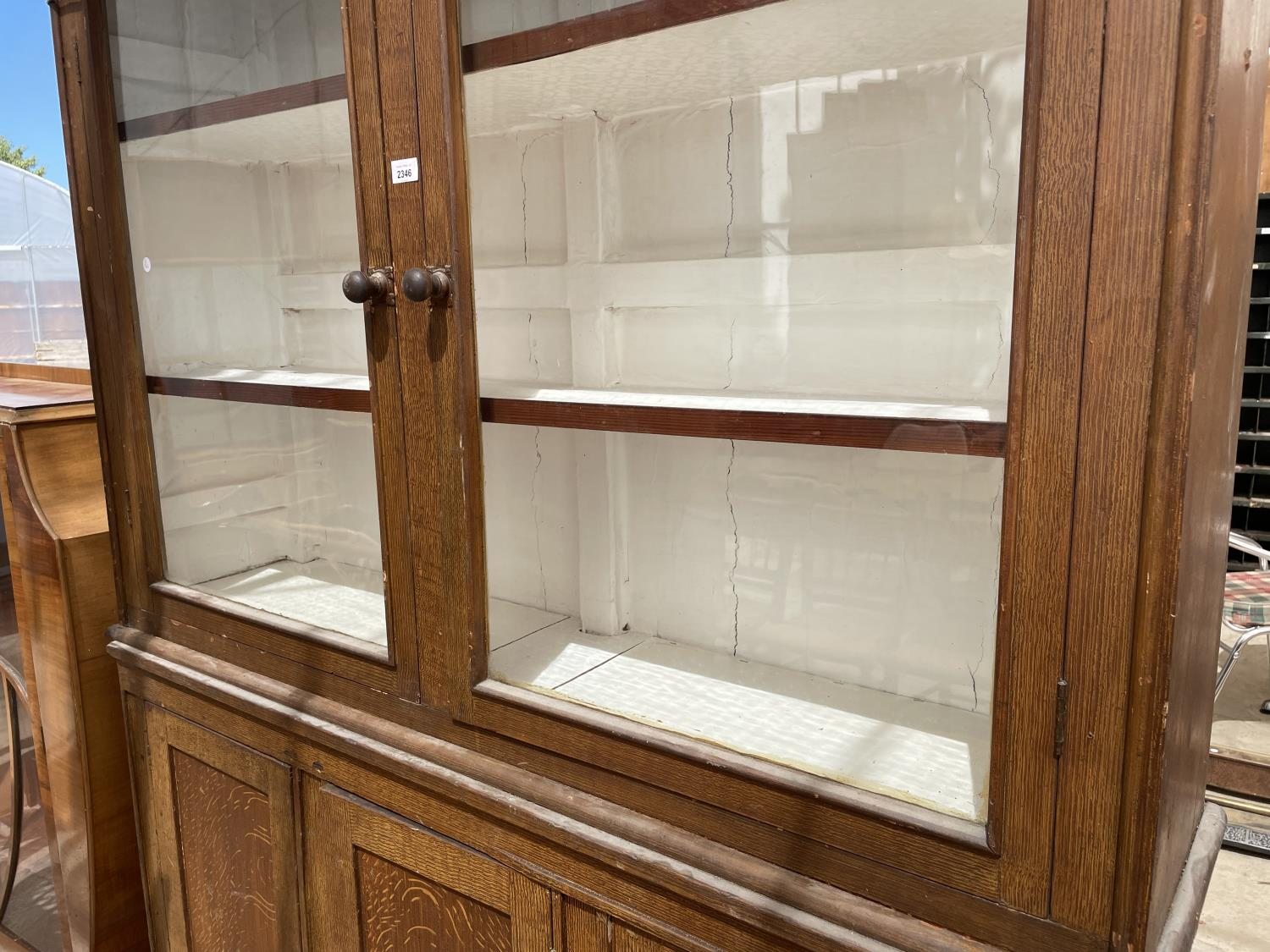 AN OAK BOOKCASE CABINET WITH TWO UPPER GLAZED DOORS AND THREE LOWER DOORS - Image 3 of 5