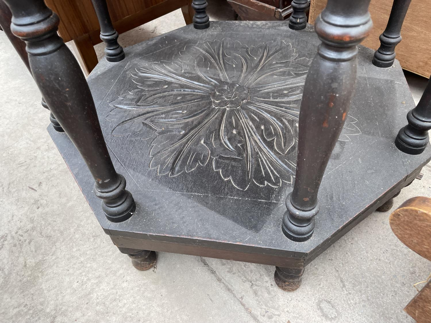 A HEAVILY CARVED VICTORIAN OAK OCTAGONAL TWO TIER OCCASIONAL TABLE - Image 4 of 5