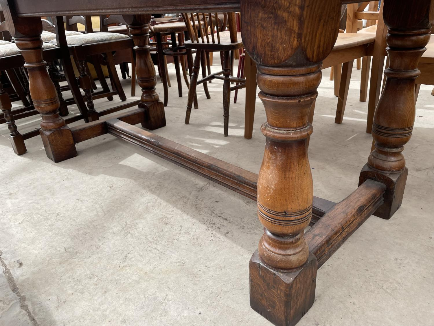 """A GEORGIAN STYLE OAK REFECTORY DINING TABLE ON TURNED LEGS, 72X32"""" - Image 4 of 4"""