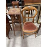 AN EDWARDIAN BEDROOM CHAIR AND TWO TIER JARDINIER STAND