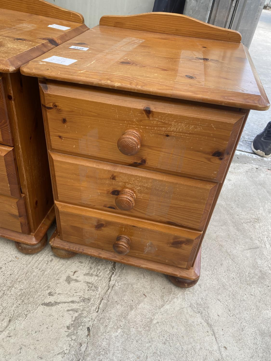 A PAIR OF MODERN PINE BEDSIDE THREE DRAWER CHESTS AND A WINE TABLE ON TRIPOD BASE - Image 2 of 4