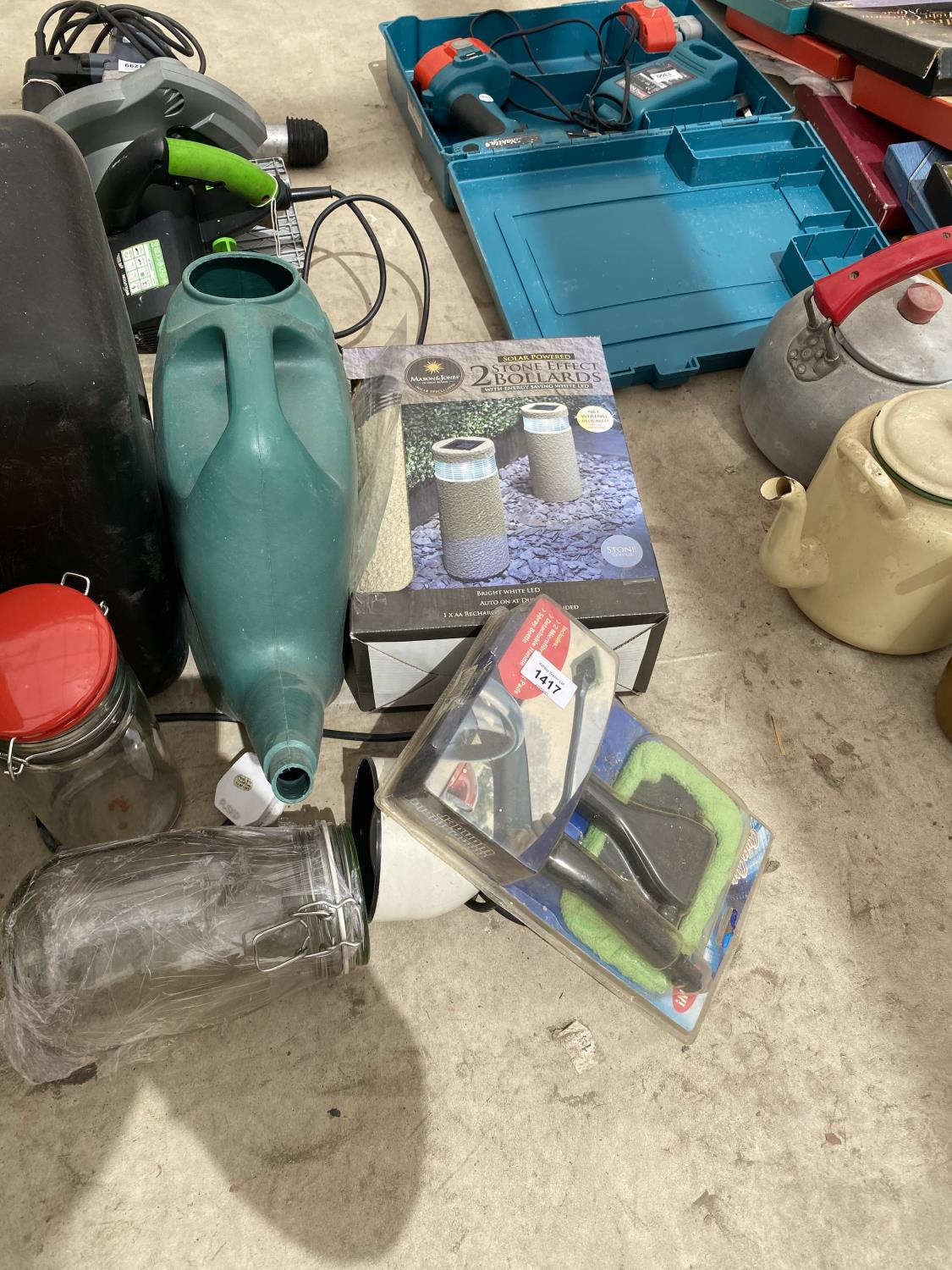 AN ASSORTMENT OF ITEMS TO INCLUDE TWO BOLLARD LIGHTS, A COOLBOX AND WATERING CAN ETC - Image 4 of 4